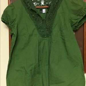 100% Cotton top with lace accent